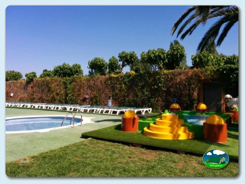 Camping trillas platja tamarit en tamarit tarragona for Camping con piscina climatizada en tarragona