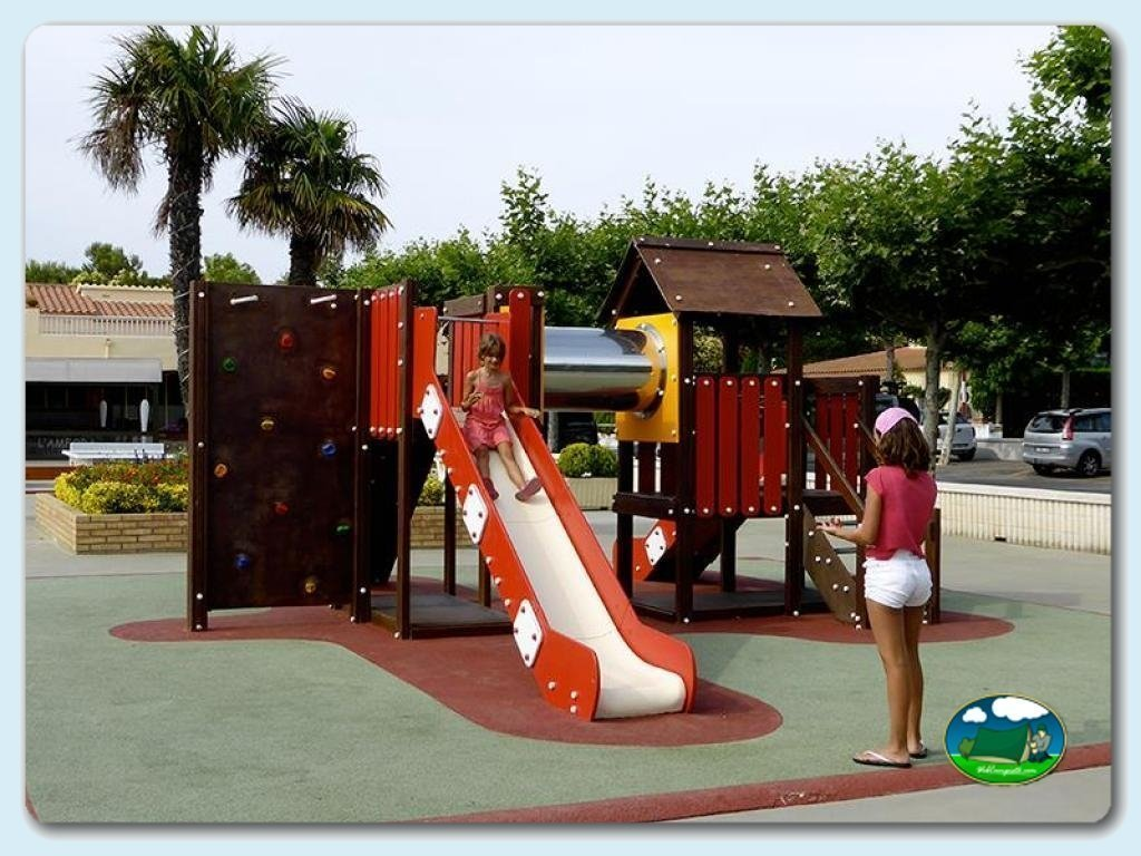 foto - Zona de juegos infantil