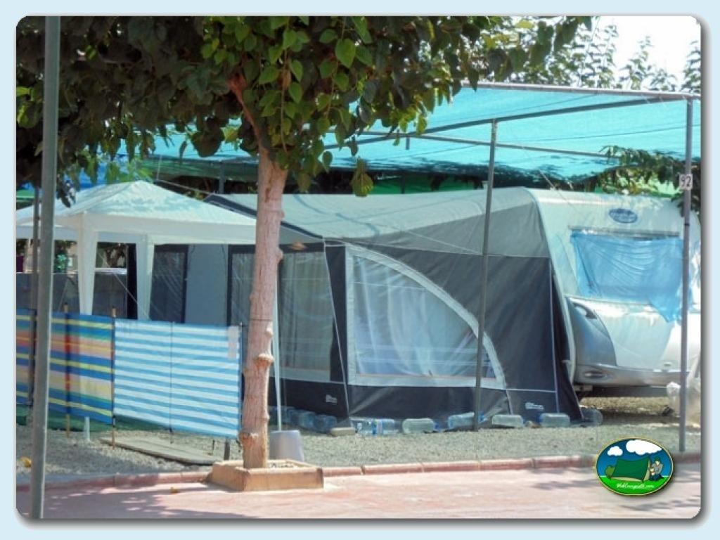 Alojamientos del camping el jardin informaci n y fotos de for Camping el jardin alicante