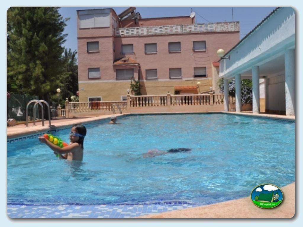 Camping los llanos en d nia alicante comunidad for Camping con piscina climatizada en comunidad valenciana