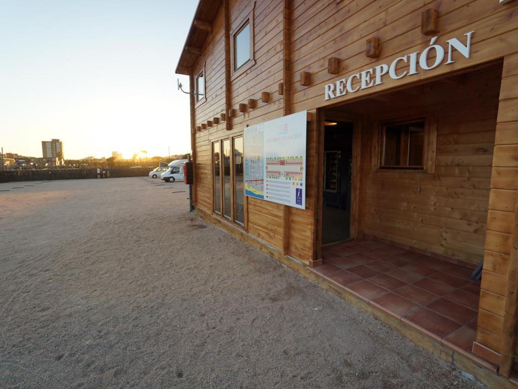 Area Camper Barcelona Beach
